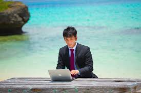 海外の会社に採用された方は、日本の海外旅行には通常は入れません。