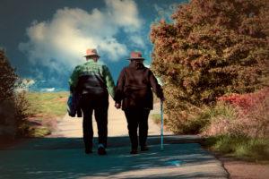 高齢のご両親にとって、海外まで救援に駆け付けるのは大変です。