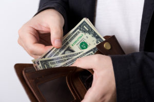 ワールドノマドは、キャッシュレスは不可。且つ毎回利用時に100米ドルの自己負担が発生します。