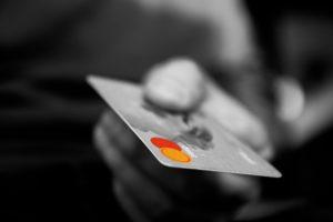 クレジットカード付帯の海外旅行保険は治療救援費用はとても少ないです。