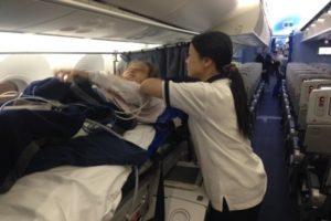 チャーター機で日本に看護師と帰国
