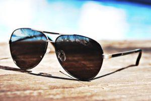 紫外線対策としてサングラスをかけることも白内障の予防になります。