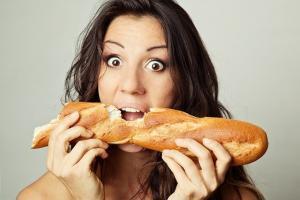フランスパンをかじって歯が折れても、保険の対象です。