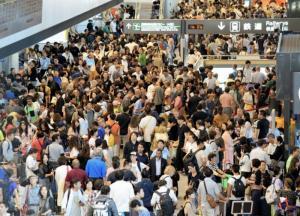台風15号で成田空港は大混乱です。