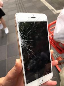 携行品損害は、海外に居た間の事故を証明する必要があります