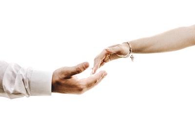 クレカ保険では、イザという時に満足な治療すら受けれません。